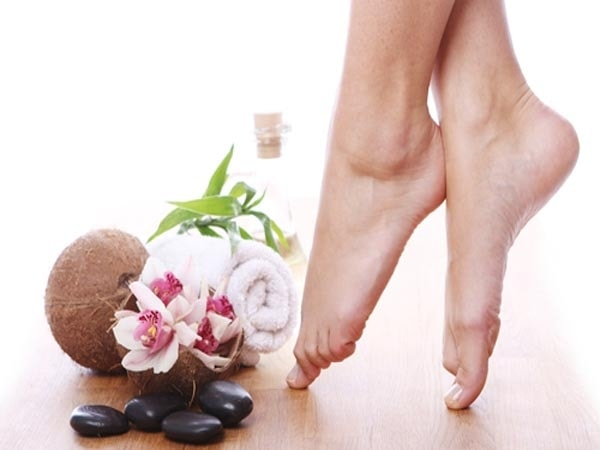 Đánh bay nỗi lo nứt gót chân của các bạn gái