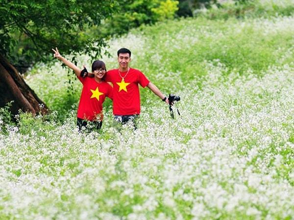 Giới trẻ hào hứng đi phượt mùa hoa tháng 11