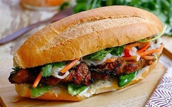 bánh mì thịt nướng vô cùng hấp dẫn.