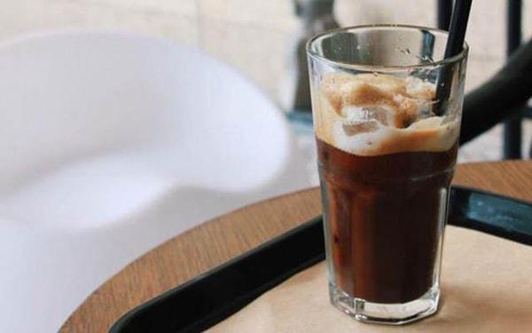 Cà phê thức tỉnh mọi giác quan.