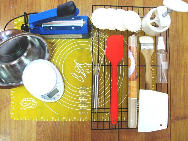 Cửa hàng của Ánh chuyên cung cấp các dụng cụ và nguyên liệu làm bánh