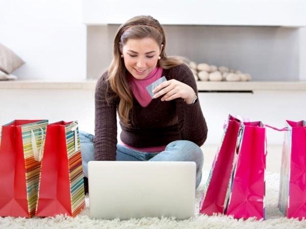 """Nên làm gì khi bị khách hàng """"tố lừa đảo"""" khi bán quần áo online?"""