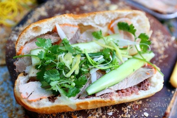 Bánh mì bate bên lề phố món ăn không quá đắt được nhiều người lựa chọn