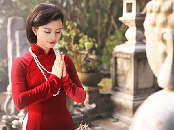 Có thể mặc áo dài khi đi lễ chùa