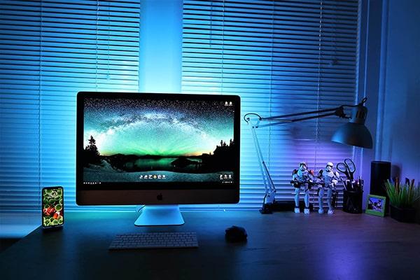 Màn hình máy tính chứa 25-35% ánh sáng nguy hiểm