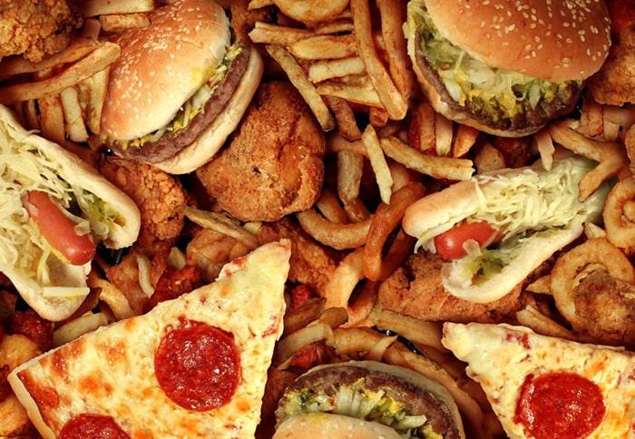 Ăn nhiều đồ ngọt sau khi cai thuốc cũng làm bạn tăng cân nhanh