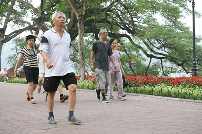Người cao huyết áp độ 2 cần tránh vận động mạnh