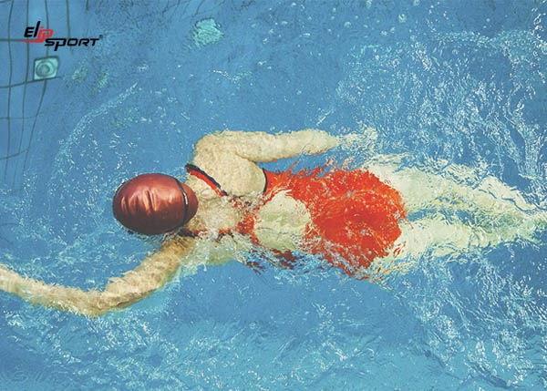 Cả bơi lội và gym đều mang tới nhiều lợi ích